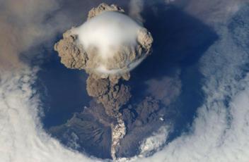 volcanic-eruption-67668_1920